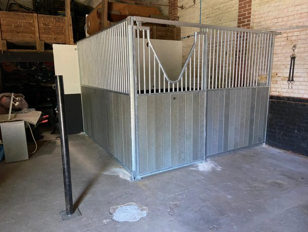 Horse Stable with Sliding V-Door in Grey Recycled Plastic